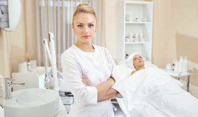 ¿Qué labor desempeña una Cosmetóloga Profesional?